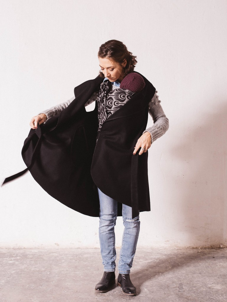 natte_black_babywearing_maternity_coat